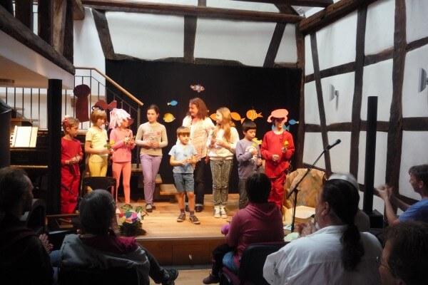 Aufführung Kindermusiktheater Persönlichkeitstraining Coaching Christels Scheune Hanau