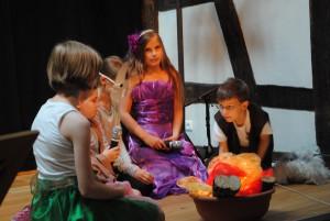 Kinder beim Musiktheater und Persönlichkeitstraining in Christels Scheune