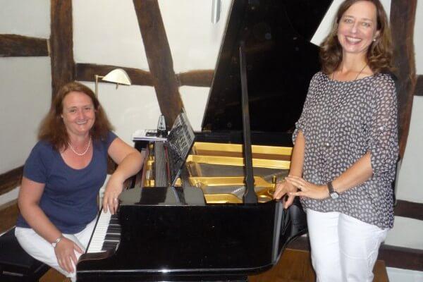 Christel Veciana Klavier, Katharina Weltzien Gesang in Christels Scheune Hanau