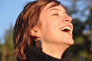 lachende Frau bei Coaching Hanau Christels Scheune