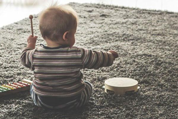 Baby macht Musik in Christels Scheune Hanau