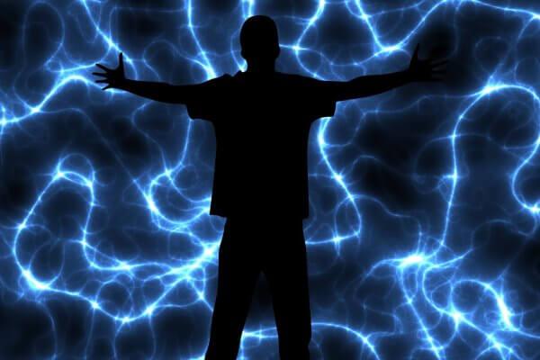 Mensch vor Blitzen Geisteskraft in Christels Scheune Hanau