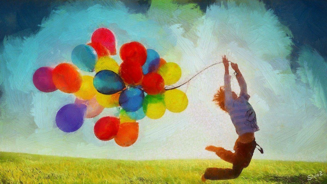 Kind mit bunten Ballons als Symbol der Freude- coaching hanau - christels scheune