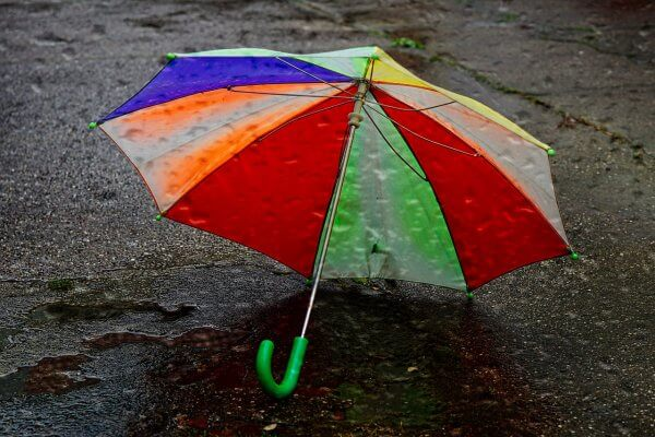 Bunter Schirm auf dem Boden Christels Scheune Hanau Coaching Blog